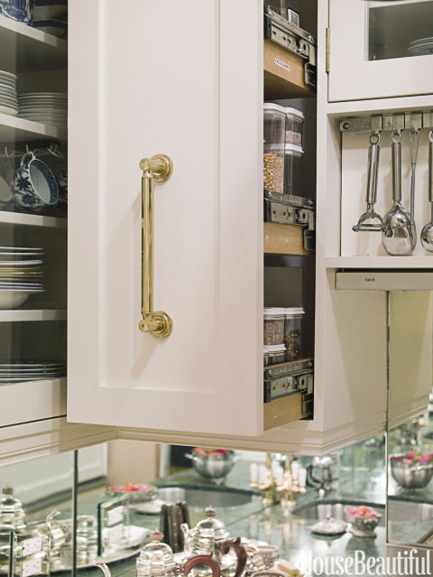 kitchen-design-pullout-pantry