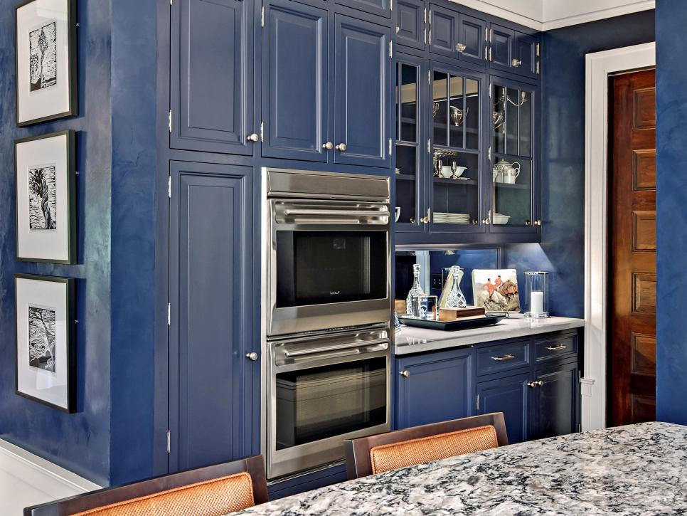 small-kitchen-design-blue-cabinets