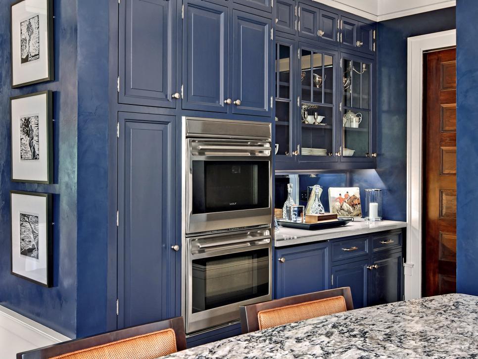 small-kitchen-design-blue-cabinets