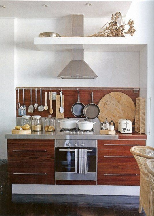 small-kitchen-design-utensil-storage-display